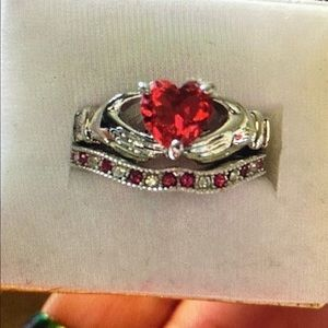Jewelry - Sterling silver & Rubies Claddagh ring set